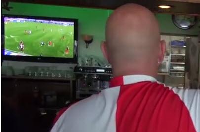 Met z'n allen naar Feyenoord kijken bij Café 't Haantje is een traditie. Alle wedstrijden worden live uitgezonden (bij veel belangstelling op het mega-scherm). Uiteraard passen wij onze openingstijden aan